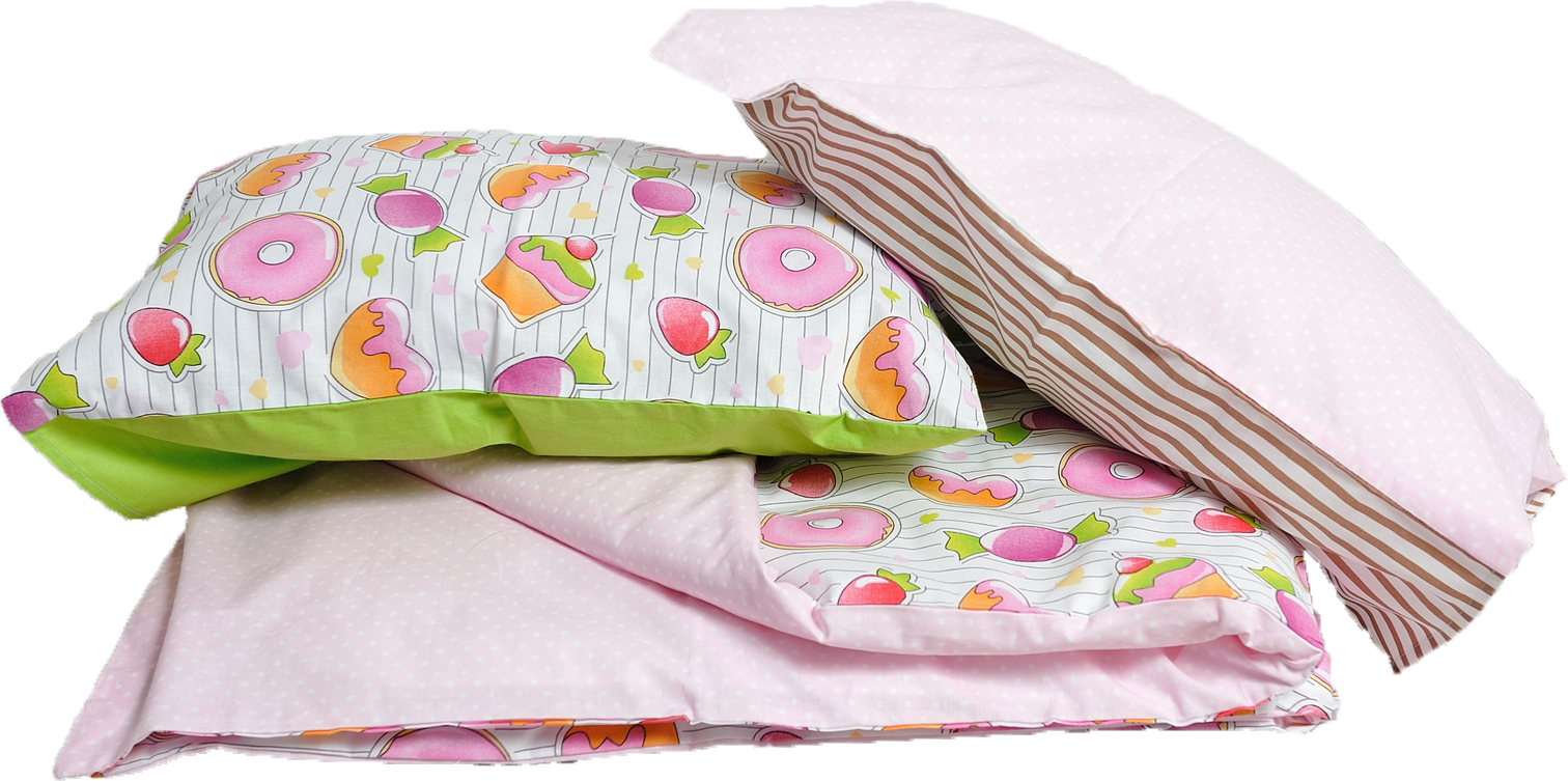 Babybettwäsche auf Bett